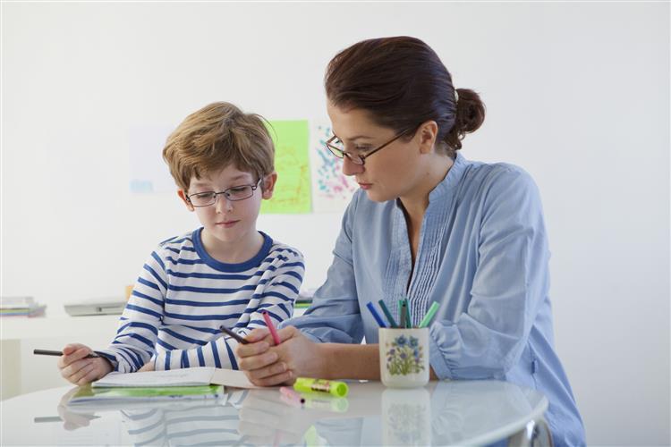 Pais de crianças com dislexia preocupados