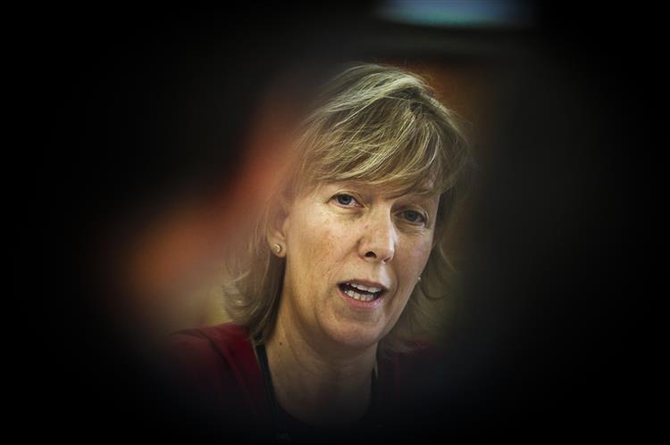 Maria Luís Albuquerque: Não há razão para incluir impacto directo do BES no OE