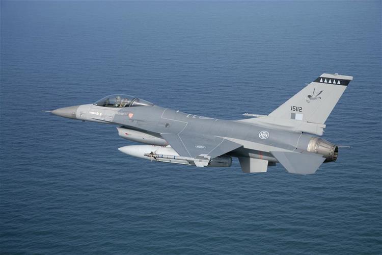 F-16s de Portugal interceptam avião russo na Estónia