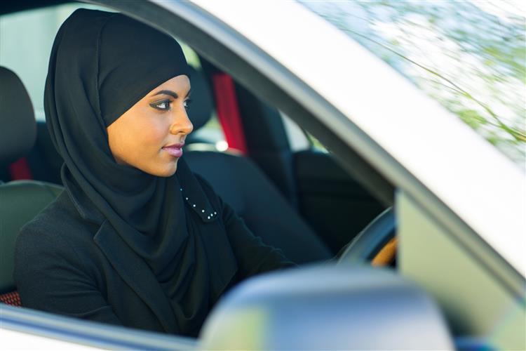 Arábia Saudita volta a avisar que as mulheres não podem conduzir