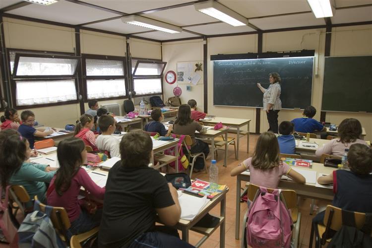 Ministério diz que ainda há 1500 professores por colocar