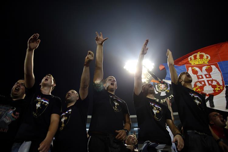 UEFA pune selecções da Sérvia e da Albânia