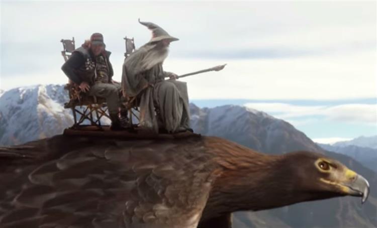 Air New Zealand: Peter Jackson e Elijah Wood no melhor video de segurança aérea de sempre