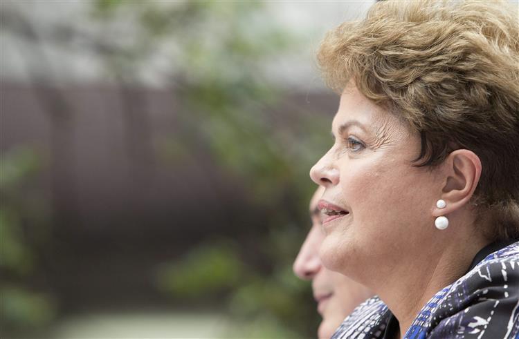 Dilma Rousseff acusa revista Veja de 'terrorismo eleitoral'