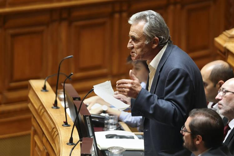 Jerónimo de Sousa acusa Passos Coelho de recusar ver a realidade