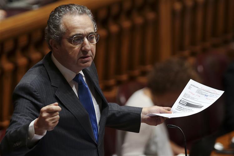 'Cozinheiro e Castro' diz que PS fez um 'soufflé à economia'