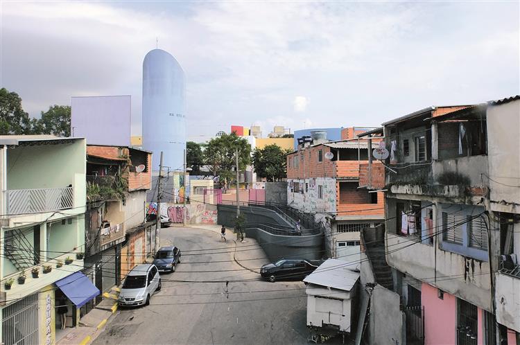 Na favela, a escola não tem muros