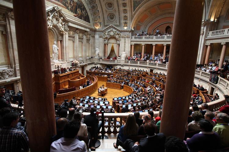 Parlamento aprova reformas do IRS e da Fiscalidade Verde