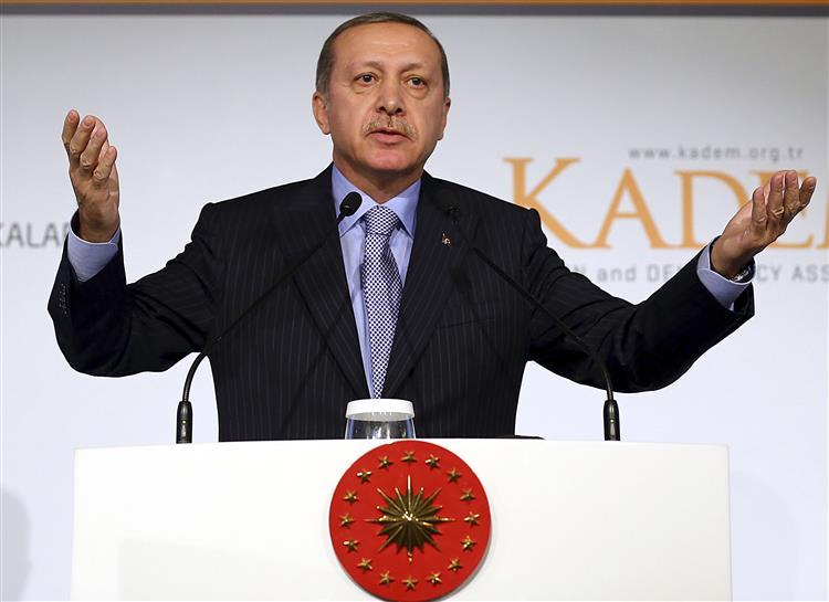 """Presidente turco diz que igualdade de género """"é contranatura"""""""