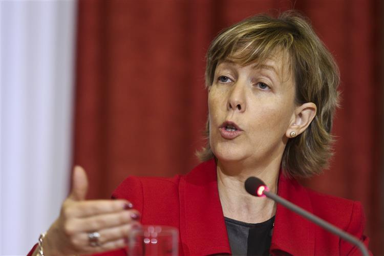 Ministra das Finanças: Há divergência de previsões entre Lisboa e Bruxelas