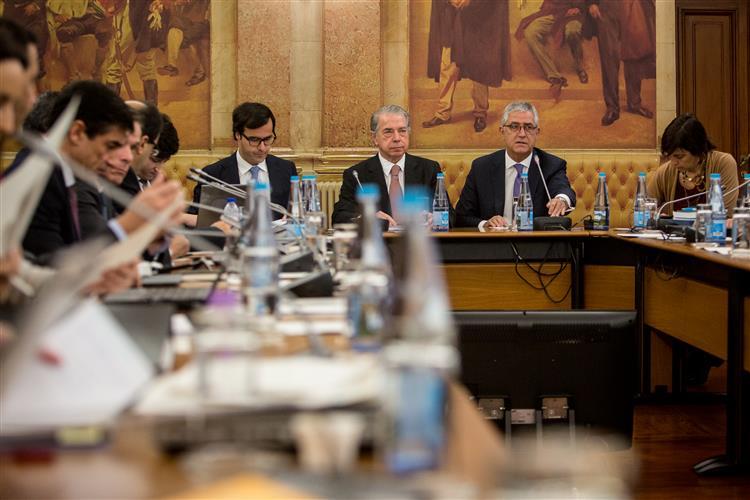 Parlamento suspende trabalhos da comissão BES durante 14 dias