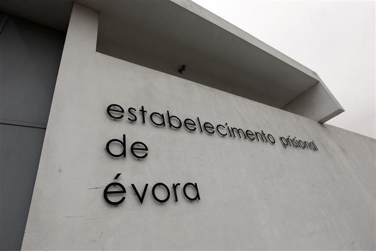 ASPIG: Prisão de Évora 'sobrelotada' e 'sem condições'