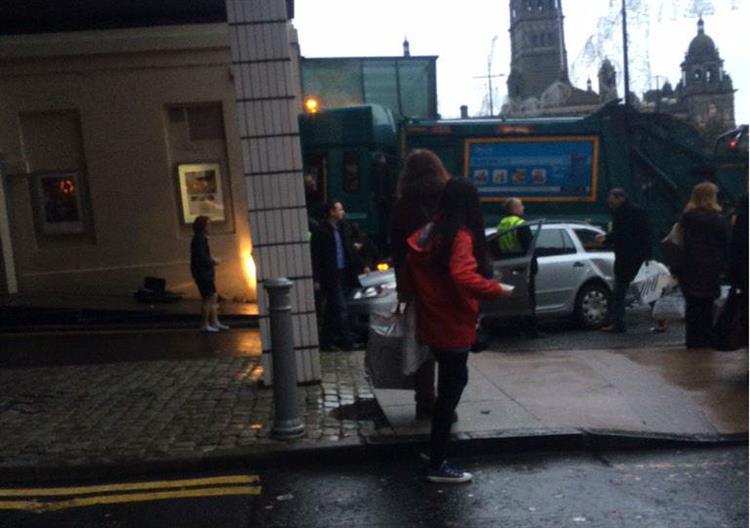 Camião atropela multidão em compras de Natal