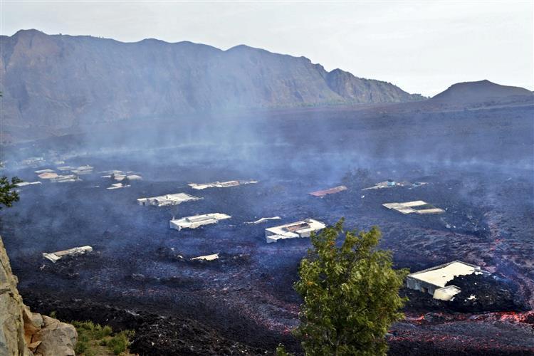 Vulcão no Fogo lançou 220 mil toneladas de dióxido de enxofre num mês