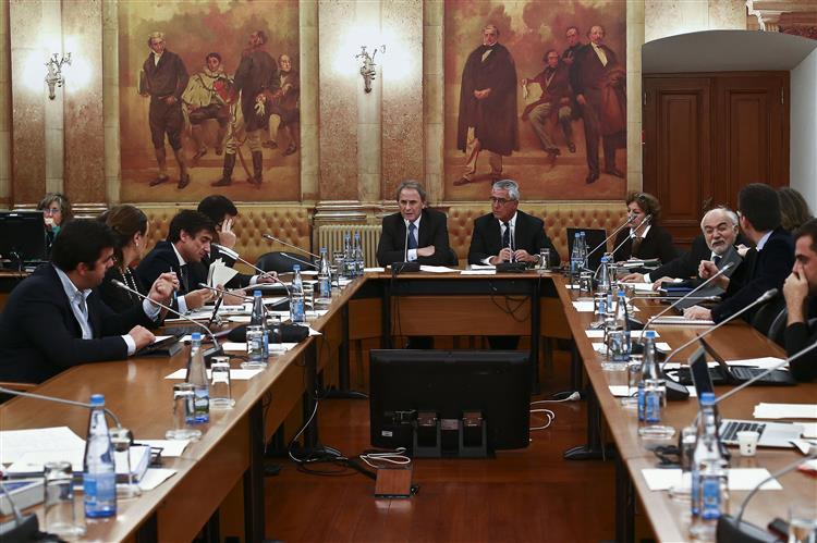 Sala da comissão do BES deixa deputados do PSD com alergias