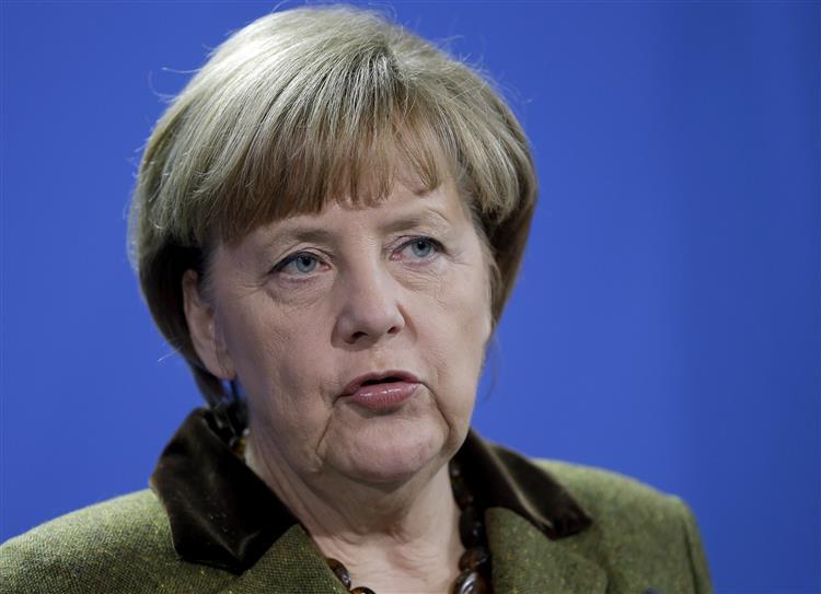 Grécia: Merkel espera que novo governo respeite compromissos