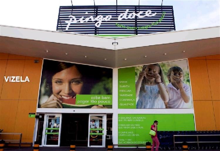 Cinco supermercados Pingo Doce vendidos a franceses