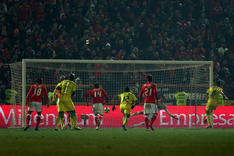Benfica perde em Paços de Ferreira