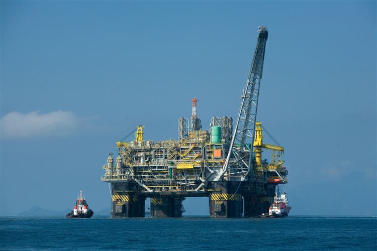 Governo angolano corta preço de referência do barril de petróleo