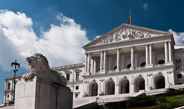 Parlamento discute criação de sistema fiscal próprio para a Madeira
