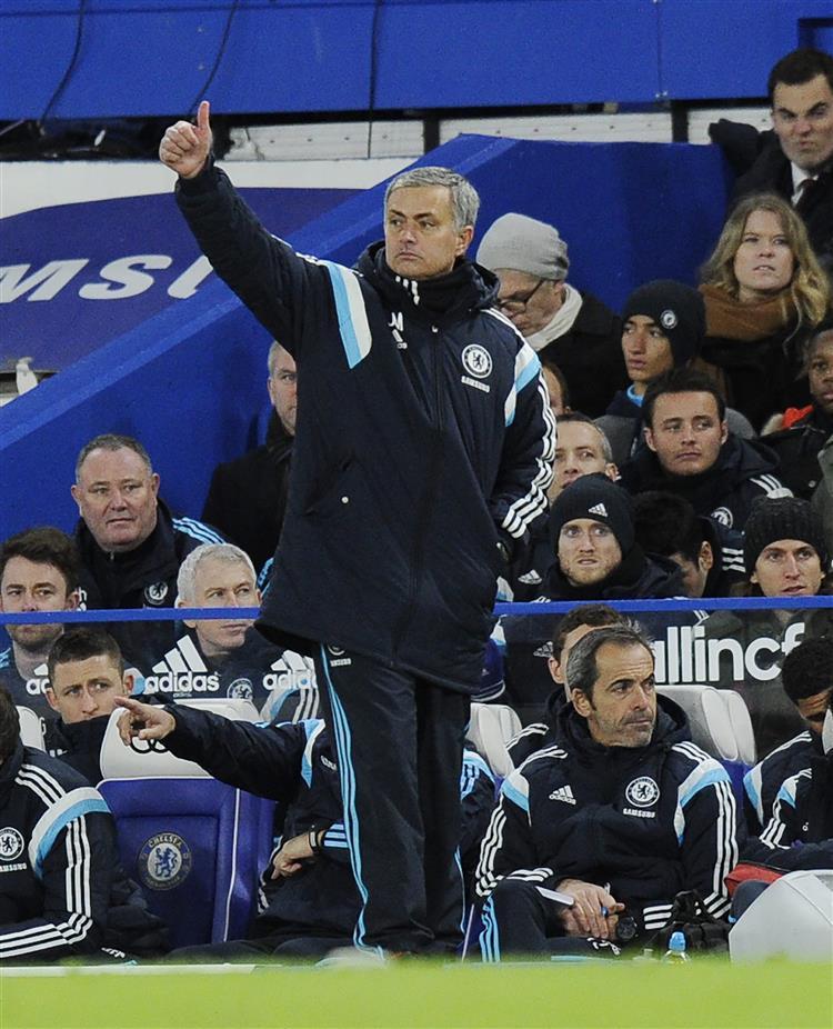 Chelsea não arrisca e mantém a liderança