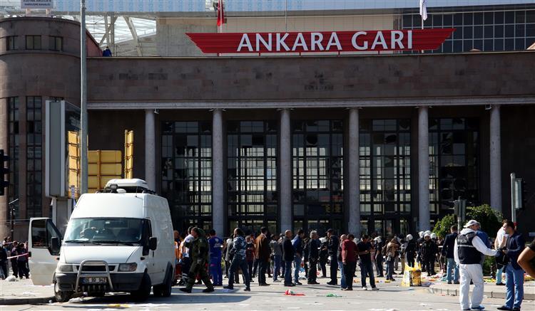 Ataque na Turquia mata pelo menos 30 pessoas