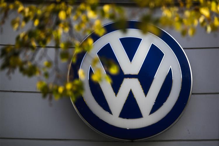 Volkswagen vai reduzir investimento em mil milhões de euros por ano