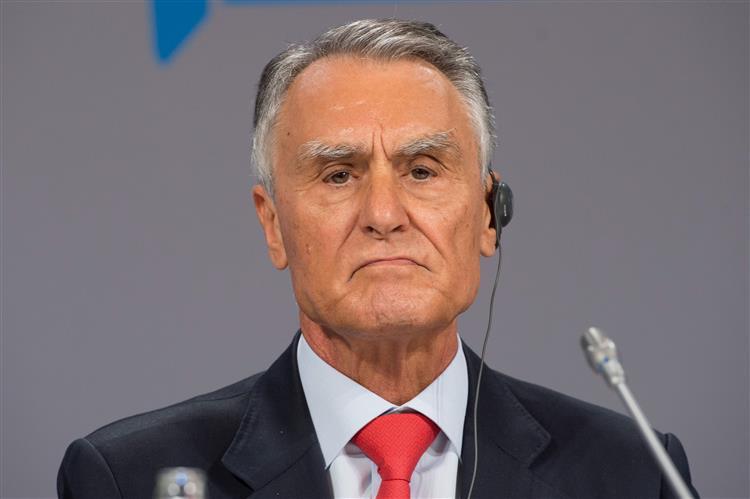 """Cavaco apela ao voto num ato eleitoral """"particularmente importante"""""""