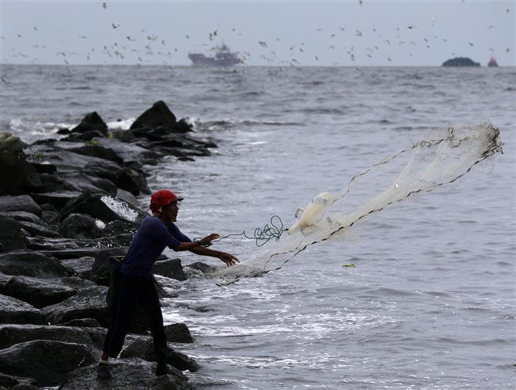 Filipinas: Tufão faz desaparecer 121 pescadores