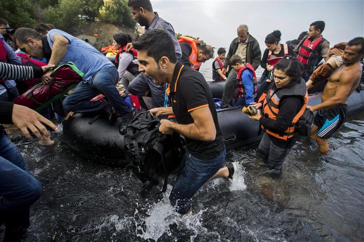 Começou a operação militar da UE contra tráfico humano