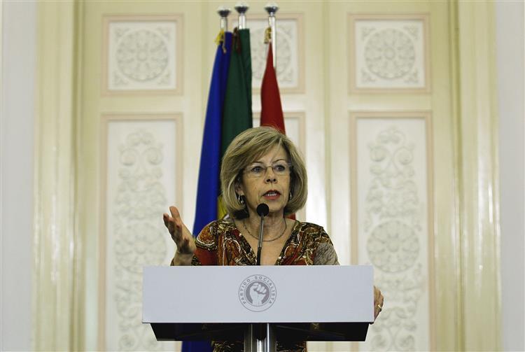 Maria de Belém apresenta candidatura presidencial a 13 de outubro