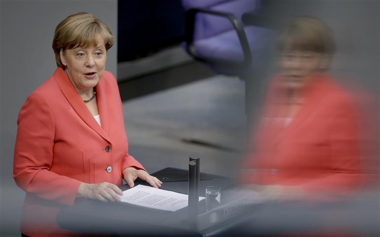 Merkel pede que não se diabolize a indústria automóvel