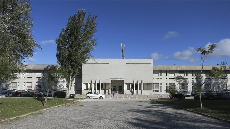 Suspeita de exposição a químicos encerra pavilhão da Faculdade de Farmácia de Lisboa