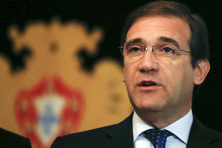Passos Coelho e Portas em sessão sobre 25 de novembro no parlamento
