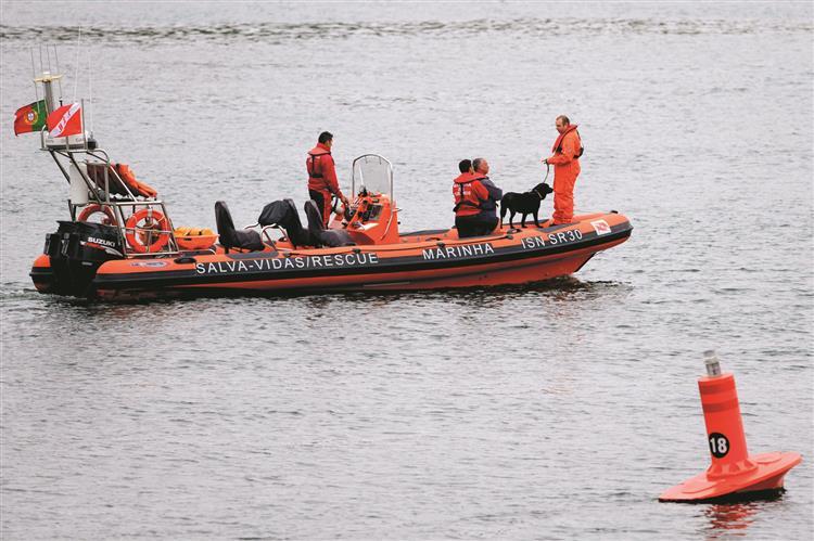 Salva-vidas no mar só até às 18h