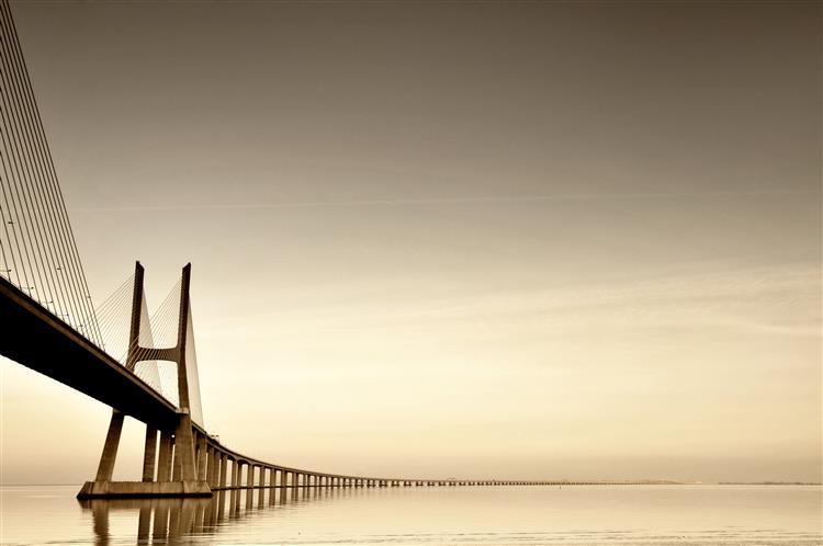 GNR apreende quatro veículos em corrida ilegal na ponte Vasco da Gama