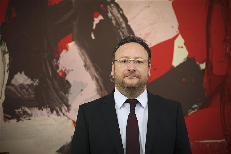 'Só Maria de Belém pode unir a esquerda e atrair votos do centro'