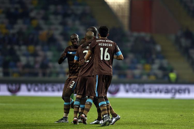 Casillas defende penálti e permite ao FC Porto vencer o Tondela