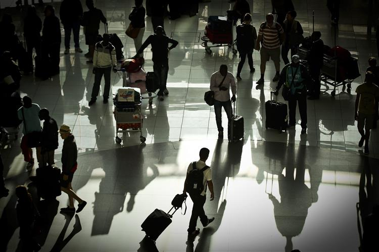 Coordenador antiterrorista da UE pede registo de passageiros até ao fim do ano