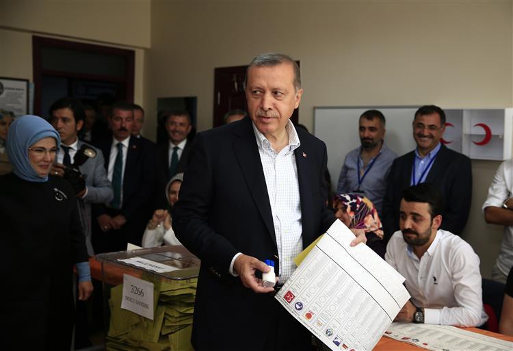 Erdogan diz demitir-se caso seja verdade que Turquia compra petróleo a terroristas