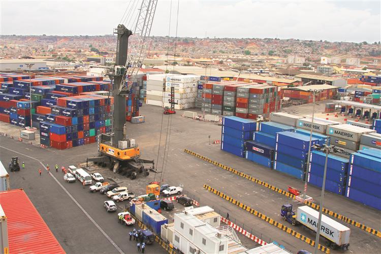 Angola arrisca-se a uma 'debandada de investimento estrangeiro'