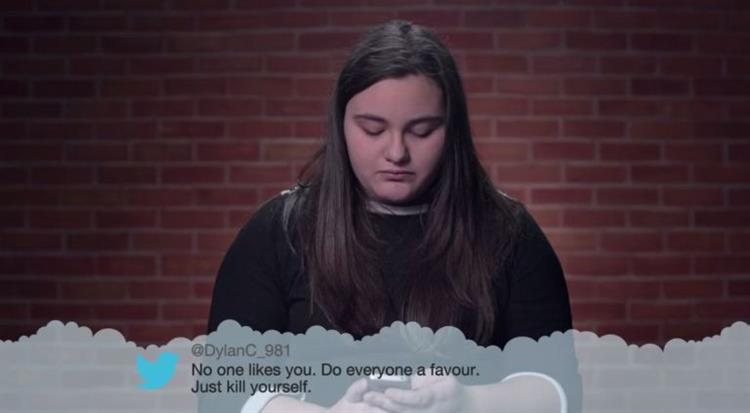 Bullying: Crianças lêem os 'tweets' maldosos que recebem