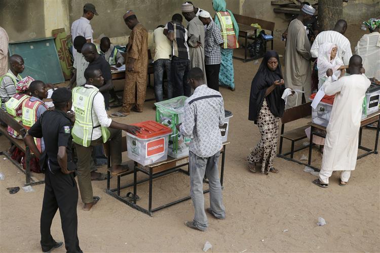 Nigéria: Eleições continuam amanhã
