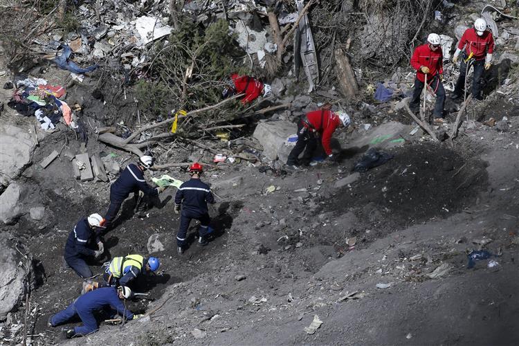 Investigadores já identificaram ADN de 78 ocupantes do A320
