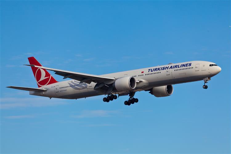 Alerta de emergência a bordo de avião da Turkish Airlines devido a ameaça de bomba