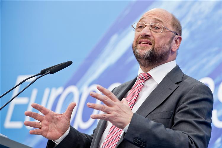 Schulz: Europa está a pedir sacrifícios às pessoas para salvar bancos