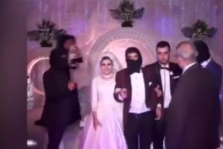 Noivos egípcios fazem casamento temático com Estado Islâmico [vídeo]