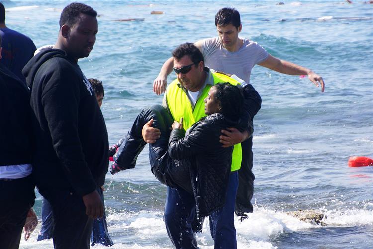 Naufrágio: Onda causada por navio português poderá ter virado embarcação