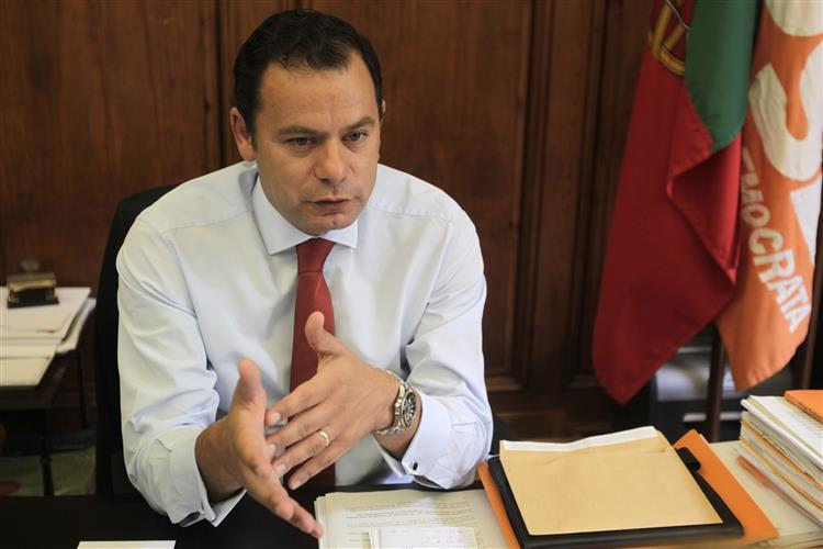 Montenegro: 'Tempestade' sobre cobertura das eleições é culpa do PS