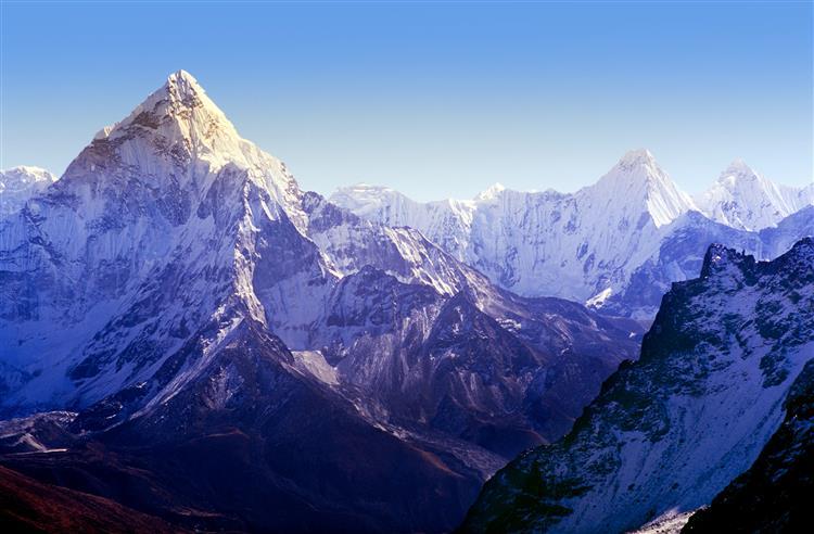 Nepal: Quatro portugueses em expedição nos Himalaias 'estão bem'